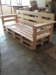 Linha de Paletes e Caixotes para Decoração em Geral Wooden Pallet Projects, Wood Pallet Furniture, Wooden Pallets, Rustic Furniture, Furniture Decor, Diy Pallet Couch, Pallet Walls, Pallet Patio, Diy Patio