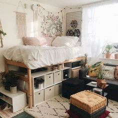 33 Awesome College Bedroom Decor Ideas And Remodel - Wohnen - Dorm Room İdeas College Bedroom Decor, Cool Dorm Rooms, College Dorm Rooms, Awesome Bedrooms, College Dorm Decorations, Boho Dorm Room, Bohemian Dorm, Dorm Room With Tapestry, College Dorm Bedding