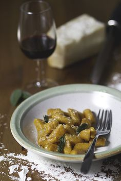 Aprende a hacer unos deliciosos ñoquis (o gnocchi en italiano) con calabaza, caseros y fáciles de hacer.