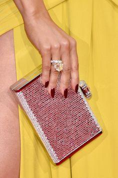Pin for Later: Die Accessoires bei den Golden Globes sind fast noch besser als die Kleider Jennifer Lopez