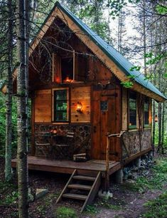Tiny house, living in a small space on wheels, plans, interior cottage DIY, modern small house - Tiny house ideas Tiny Cabins, Tiny House Cabin, Cabins And Cottages, Cabin Homes, Log Homes, Log Cabins, Rustic Cabins, Small Log Cabin, Mountain Cabins