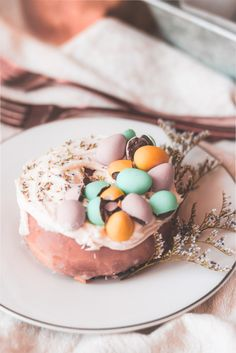Food & Drink :: Beautifully Decorated Pastel Easter Mini Chocolates Eggs Donuts – My Little Secrets Easter Recipes, Easter Desserts, Easter Food, Yummy Treats, Sweet Treats, Yummy Food, Easter Chocolate, Mini Cakes, Let Them Eat Cake