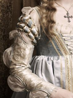 Holliday Grainger as Lucrezia Borgia in a promo photo for The Borgias. This dress has as much, if not more, detail in the sleeves as in the rest of the dress.