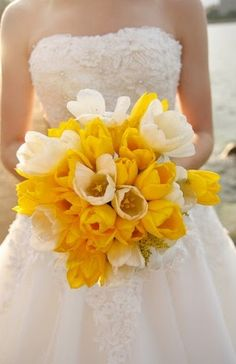 Pretty Yellow & White Bouquet