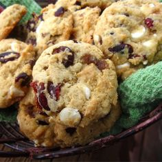 Chocolate Chip Cookies Ingredients, White Chocolate Chip Cookies, Cranberry Cookies, Cranberry Recipes, Holiday Recipes, Apple Recipes, Christmas Deserts, Christmas Baking, Christmas Cookies