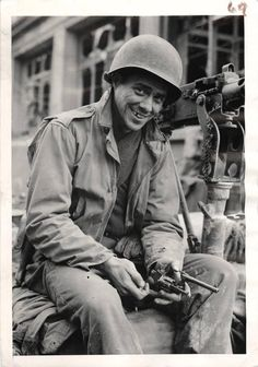 WWII U. Soldier with Souvenir Pistol from Battle of Metz Original Press Photo Military Units, Military Photos, Ww2 History, Military History, Vietnam Vets, United States Army, American Soldiers, American Revolution, World War Two