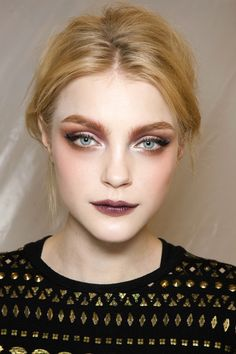 Jessica Stam vampy makeup look.would be great for Halloween, or even a night out if it was toned down a bit.love a wine stained lip and brown smokey eye, backstage at Christian Dior Fall/Winter 2010 Makeup Inspo, Makeup Art, Makeup Tips, Hair Makeup, 90s Makeup, Makeup Ideas, Ghost Makeup, Pale Skin Makeup, Punk Makeup