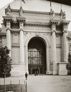 Entrance to the Palace of Varied Industries at the 1904 World's Fair.