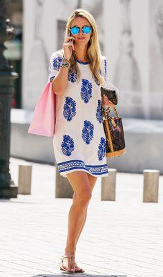 Die Sommerkleider 2015 - Nicky Hilton trägt ein Etuikleid mit floralem Print