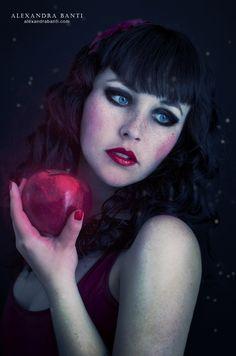 Snow White - Modèle: Birdy Jane - Photography: Alexandre Banti.