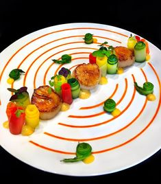Sweet and Sour Glazed Scallops, Lemon Tarragon Cream, Carrot-Orange Emulsion, Summer Veggies. Fancy Food Presentation, Gourmet Recipes, Healthy Recipes, Burger Recipes, Gourmet Desserts, Gourmet Foods, Michelin Food, Food Plating Techniques, Valentines Food