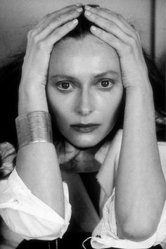 """She protected herself by making herself believe no-one else could ever really understand her."" ― Jerzy Kosiński, The Devil Tree   /  Tilda Swinton, 2000, by Sheila Metzner. °"