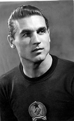 Gyula Grosics pictures and photos World Football, School Football, Unknown Legend, Read Image, Heart Of Europe, International Football, Goalkeeper, Aesthetic Photo, Soccer Players