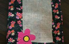 Jogo americano Juta e Chita no Elo7 | Ana e Aninha Ateliê (998400) Floral Tie, Accessories, Embroidery Hoop Crafts, Diy And Crafts, Jute Tote Bags, Applique Templates, Placemat, Towels, Appliques