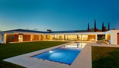 Casas por DECONS GKAO S.L. Best Modern House Design, Modern Villa Design, Modern Architecture Design, Modern House Plans, House Roof, Facade House, U Shaped Houses, La Croix Valmer, Palm Springs Houses