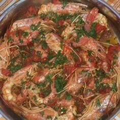 Ricetta Gamberoni al guazzetto - La Ricetta di GialloZafferano Fish Recipes, Seafood Recipes, Cooking Recipes, Italian Dishes, Italian Recipes, Calamari, My Favorite Food, Favorite Recipes, Fish Stew