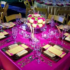 Elegant Disney style table set up wedding tips ideas! only id change the center piece into some sort of Disney Character