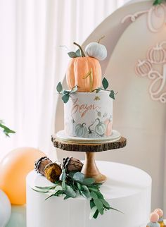 A Pumpkin Patch First Birthday Party - Inspired By This - - A Pumpkin Patch First Birthday Party – Inspired By This Birthday Bash Eine Kürbisbeet-erste Geburtstagsfeier Pumpkin Birthday Cakes, Fall Birthday Cakes, Pumpkin Patch Birthday, Pumpkin Patch Party, Pumpkin Birthday Parties, Pumpkin First Birthday, First Birthday Parties, Birthday Ideas, First Birthday Party Themes