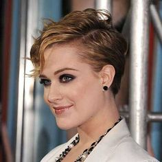 Short-wavy-pixie-cut-with-side-swept-bangs-for-women.jpg 518×518 pixels