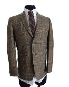 Classic 1960s glen plaid, sack cut sport coat. Gorgeous!
