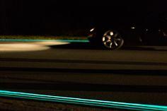 daan roosegaarde's glow-in-the-dark smart highway opens in the netherlands