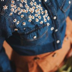 Na obrázku může být: one or more people a shorts Embroidery On Clothes, Cute Embroidery, Embroidered Clothes, Embroidery Stitches, Embroidery Patterns, Denim Jacket Embroidery, Diy Fashion, Fashion Outfits, Diy Clothing