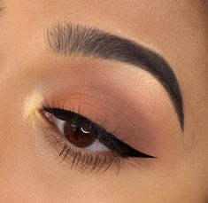Chelsea Tiscareno are cat eye targets who wear Liquid Liner. - Make up - Chelsea Tiscareno is cat eye goals that Wear liquid liner. Makeup Eye Looks, Eye Makeup Tips, Cute Makeup, Glam Makeup, Makeup Goals, Skin Makeup, Makeup Inspo, Eyeshadow Makeup, Makeup Ideas