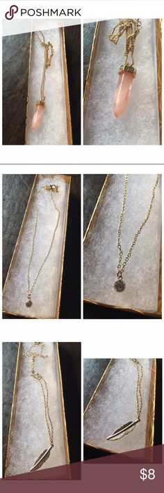 💎 ! CUTE NECKLACES ! 💎 Every woman likes to accessorize. Any of the listed necklaces go fabulous with any outfit. The vintage look completes any outfit whether it's grabbing lunch with friends, going out for some martinis, or just lounging around with the significant other. Jewelry Necklaces