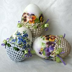 Easter Eggs - ideas from the Internet Egg Crafts, Easter Crafts, Egg Shell Art, Carved Eggs, Easter Egg Designs, Ukrainian Easter Eggs, Diy Ostern, Egg Art, Easter Holidays