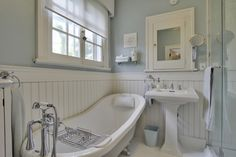 Wainscoting Beadboard Small Bathroom Design, Pictures, Remodel, Decor and Ideas - page 3 Beadboard Wainscoting, White Beadboard, Wainscoting Styles, Bathroom Beadboard, Bathroom Ceilings, Wainscoting Panels, Beadboard Backsplash, Backsplash Ideas, Tile Ideas