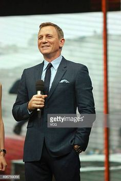 Actor Daniel Craig attends the recording of TV program 'Day Day Up' on November 11 2015 in Changsha Hunan Province of China Rachel Weisz, Business Professional Dress, Professional Dresses, Black Prom Suits, James Bond Actors, Daniel Graig, Daniel Craig James Bond, Best Bond, Kings Man