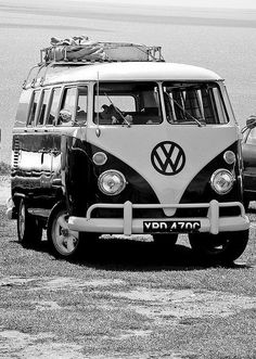 O Him Outdoors would love one of these to fix up and then go touring - the evergreen VW Camper cars cars sports cars vs lamborghini sport cars Volkswagen Transporter, Volkswagen Bus, Vw Camper, Vw Caravan, Vw T1, Campers, Volkswagen Beetles, Luxury Sports Cars, Sport Cars