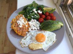 Sweet potato waffle (w. egg, spinach, tomatoes, avocado and feta)