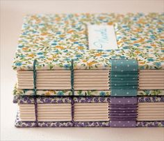 Livros da Nicole by Zoopress studio, via Flickr - Very pretty binding