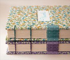 Livros da Nicole by Zoopress studio, via Flickr