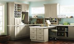 Beaux R'eves: Scoot Over Martha--Home Depot cabinets