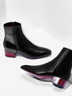 Naomi now comes in metallic nappa and black vitello leather with a chic Bordeaux heel.
