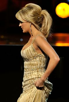 Carrie Underwood - proper big Southern hair :)