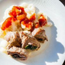 Toskánska-bravčová-panenka-s-karfiolom-na-pare-preliatym-paradajkovým-dípom Pork, Menu, Chicken, Kale Stir Fry, Menu Board Design, Pork Chops, Cubs