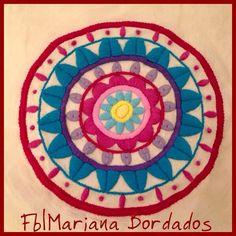 Mandala bordada a mano con Lana - Fb  Mariana Bordados