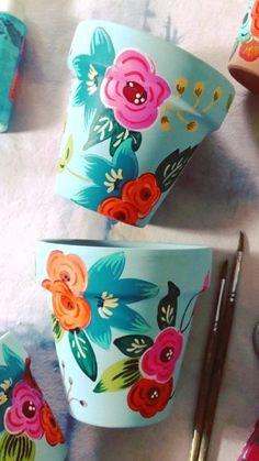 Flower Pot Art, Flower Pot Crafts, Clay Pot Crafts, Diy Home Crafts, Cute Crafts, Paper Crafts, Painted Plant Pots, Painted Flower Pots, Pottery Painting Designs