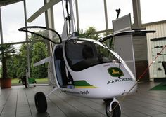 """A Magni M24 gyroplane branded for John Deere; part of the """"Gyrocopter for Agriculture"""" project. ( http://dinelly.com/collaboration_magni/ ) Gyrocopter - Schlieper Landmaschinen."""