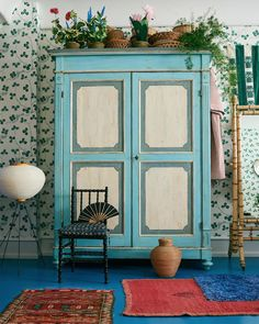 Home Decor Accessories The Apartment Pop-Up in Copenhagen Denmark.Home Decor Accessories The Apartment Pop-Up in Copenhagen Denmark Popup, Green Dinner Plates, Painted Armoire, Vert Turquoise, Colorful Apartment, Apartment Ideas, Logos Retro, Cosy Corner, Red Sofa