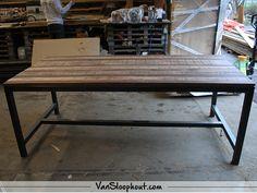 Mangolook tafelblad met een industrieel stalen frame! #mangolook #tafelbladen #interieur #interior #mangohout #industrieel #industrial #staal #frame #tafelpoot #furniture #meubels #robuustwonen #wonen #vtwonen #horeca #kantoor #inspiratie