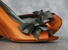Be bold yet feminine in these custom wedding shoes by Ellie Wren.  (www.elliewren.com) #customweddingshoes #orangeweddingshoes #orangeandgrayweddingshoes
