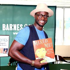 Taye Diggs looked too cute in chunky tortoise specs 'n' a fun fedora while promoting his new children's book!