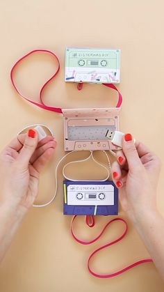 Do it yourself – Mixtape USB Gift Box: Remember gifting mixtapes to people? We'd like to bring this tradition back with these DIY mixtape gift boxes that hol. Diy Crafts Hacks, Diy Crafts For Gifts, Paper Crafts, Paper Toys, Diys, Diy Birthday, Birthday Gifts, Instruções Origami, Usb Box