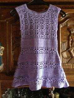 Seit langen mal wieder gehäkelt und es ist für Enkeltochter ein Kleid entstanden. Zum über Leggings und T-Shirts zu tragen