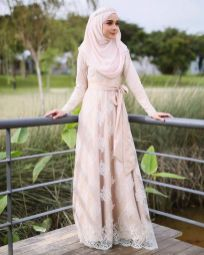 Worth It Muslimah Wedding Dress Syari 92 Muslimah Wedding Dress, Muslim Wedding Dresses, Muslim Brides, Muslim Dress, Muslim Couples, Event Dresses, Dress Brokat, Kebaya Dress, Bridal Hijab