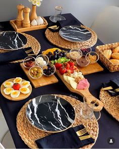 Breakfast Presentation, Food Presentation, Breakfast Table Setting, Party Food Platters, Food Garnishes, Food Displays, Food Decoration, Food Goals, Aesthetic Food